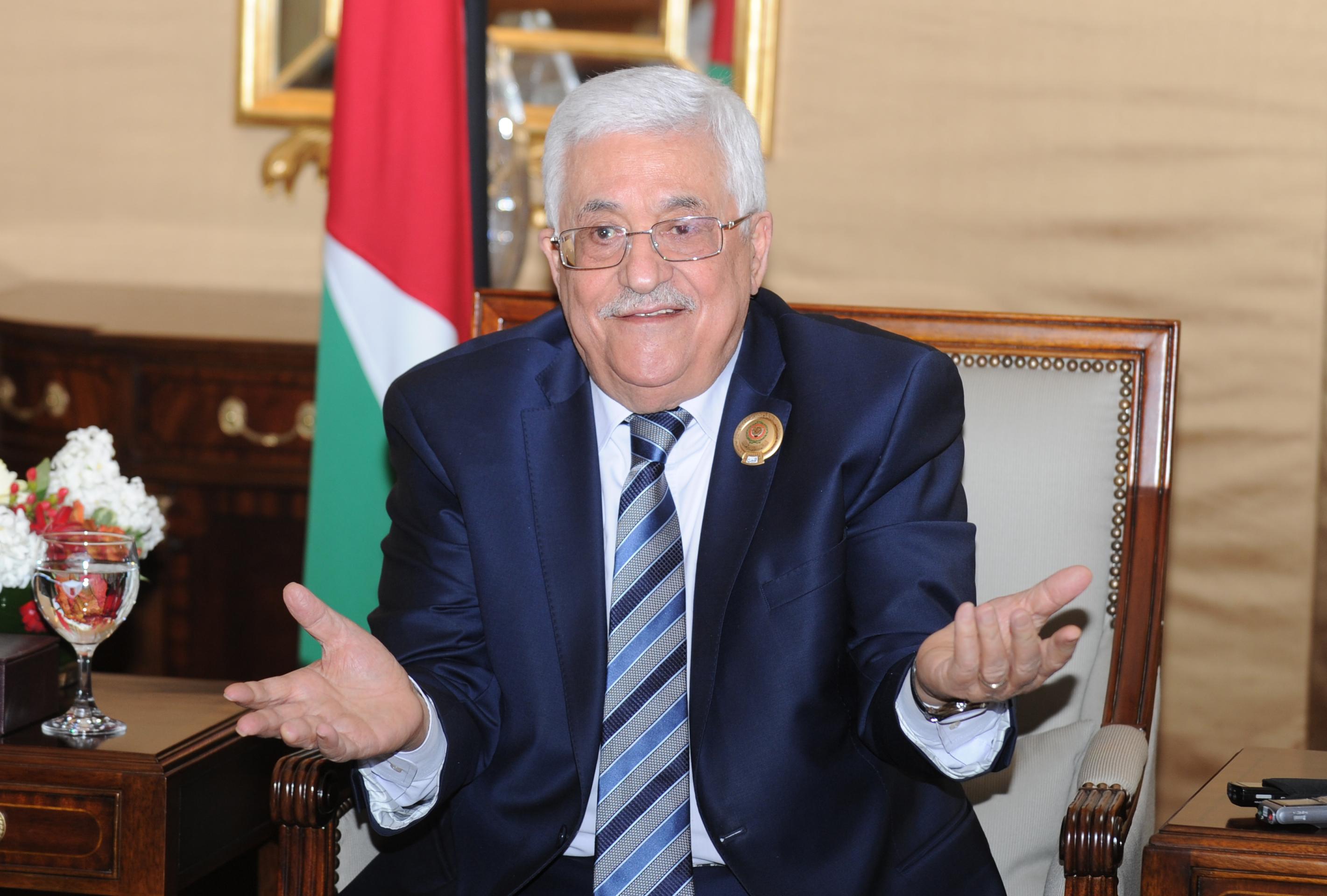 صورة محمود عباس يؤكد أن بناءه لقصر فخم جاء تأكيداً على استقلال فلسطين